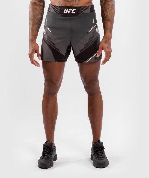 UFC VENUM AUTHENTIC搏击之夜男装短裤-合身剪裁 - 黑色的