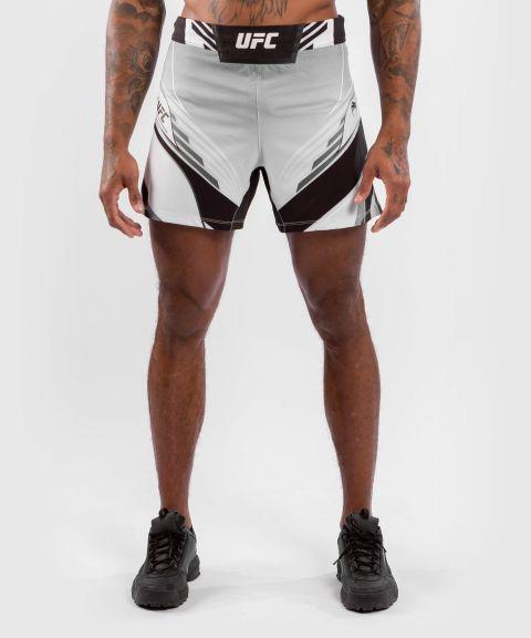 UFC VENUM AUTHENTIC搏击之夜男装短裤-合身剪裁 - 白色的