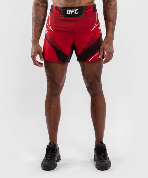 UFC VENUM AUTHENTIC搏击之夜男装短裤-合身剪裁 - 红色的